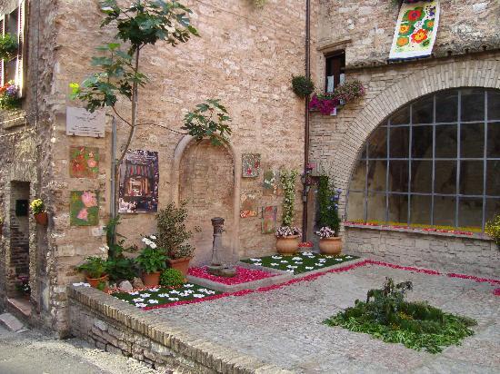 Spello, Italië: Piazza, Infiorata