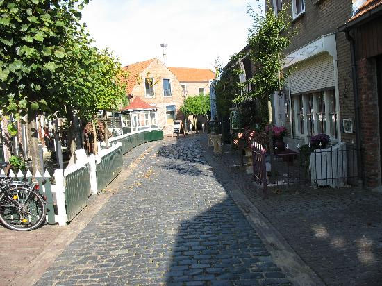 Groede, The Netherlands: Street on which the hotel is located