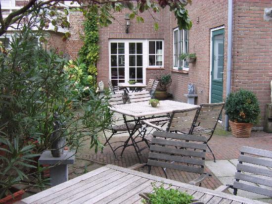 Herberg de Natte Pij : inside yard