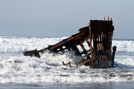 Warrenton, OR: Peter Iredale shipwreck - high tide