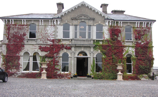 Lyrath Estate: Front of hotel - normal entrance at the side
