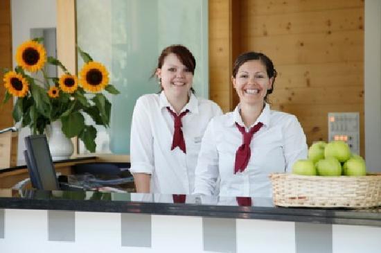 Swiss Heidi Hotel: Receptionbegrüssung