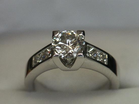 Diamond District : the engagement ring so happyyyyyyyyyyyyyyyyyy