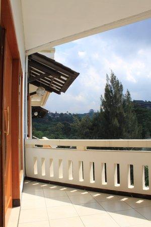 De Hill Villa Apartment : De Hill Private Balcony