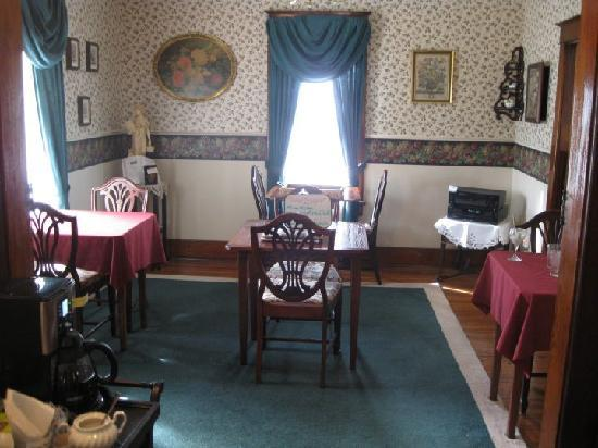 Arcadia House Bed and Breakfast: The Dinning Area