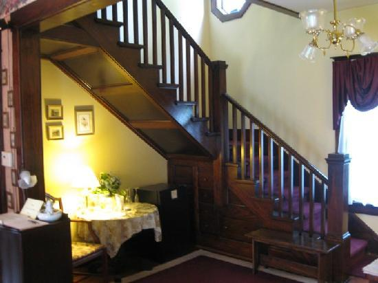 Arcadia House Bed and Breakfast: The Oak Staircase