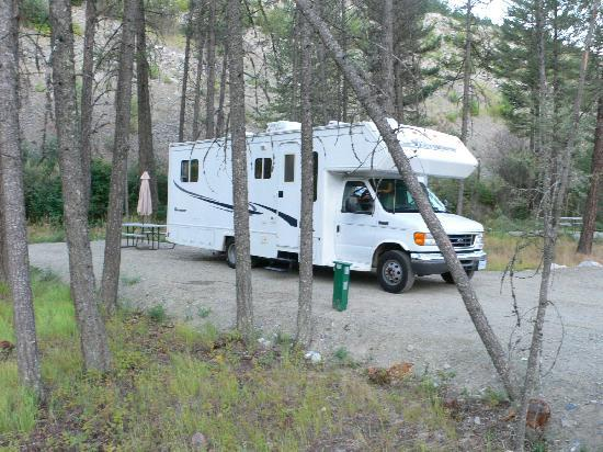 Camp Okanagan Resort: Our RV site - full hook up and spacious!