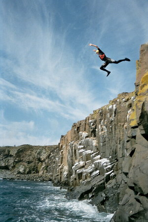Алнвик, UK: Coasteering