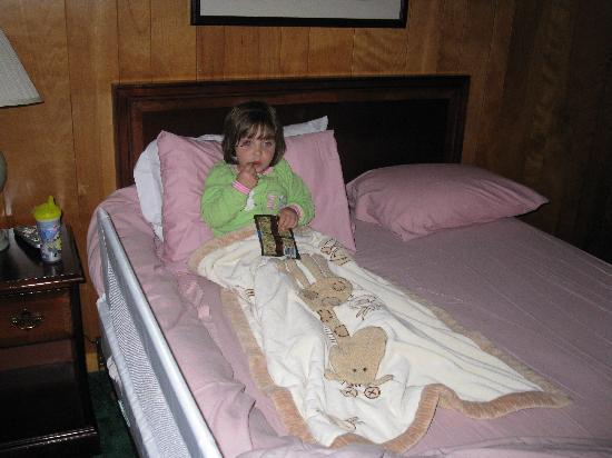 Vista Motel : Grand daughter chilling in the room