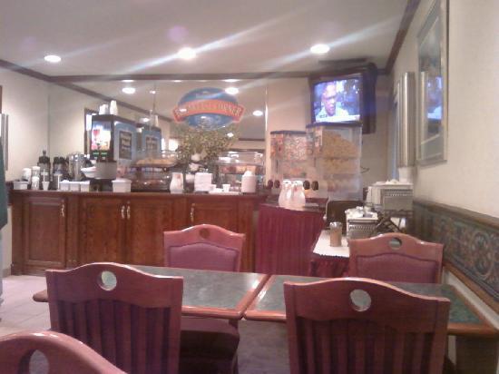Comfort Inn Midtown: Breakfast Bar