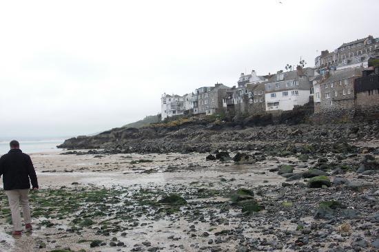 St. Ives, UK: es sieht nur so grau aus(die Aschewolke!)ebbe in st ives