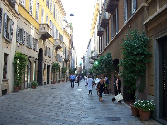 Via della spiga milan italy top tips before you go for Cheap shopping in milan