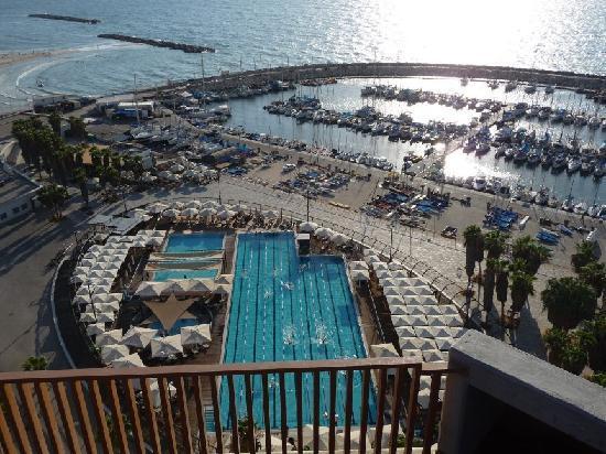 Carlton Tel Aviv: Öffentl. Schwimmbad und Marina