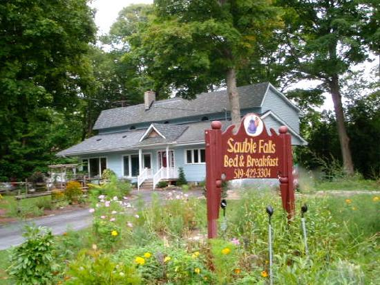 Sauble Falls Bed & Breakfast: Sauble Falls B&B Ontario
