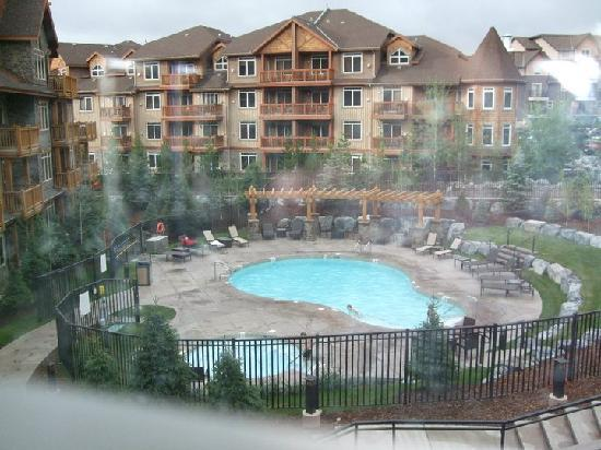 Stoneridge Mountain Resort by CLIQUE : swimming pool & hot tub area