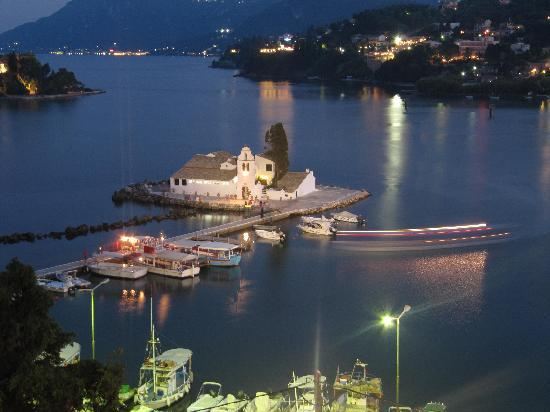 Sunshine Corfu Hotel & Spa: Corfu by night