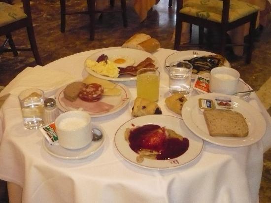 Beverly Park Hotel: un pequeño desayuno.....