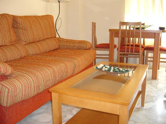 Sol Andalusi: sofá y moviliario del studio
