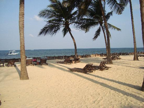Sandies Tropical Village: spiaggia