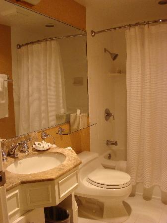 The Inn at Union Square - A Greystone Hotel : Bath