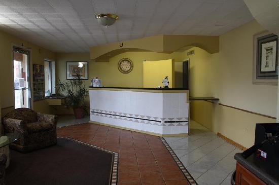 Americas Best Value Inn & Suites Williamstown: Office