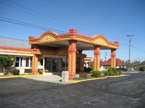 Americas Best Value Inn & Suites Williamstown: Office from outside