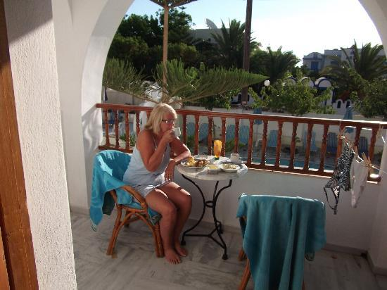 Sideris Sunflower Villa: Breakfast on our balcony