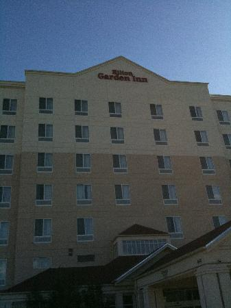 Hilton Garden Inn Albuquerque Uptown: Outside the Hotel