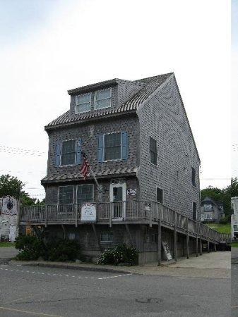 Betsy Ross Lodging: Exterior