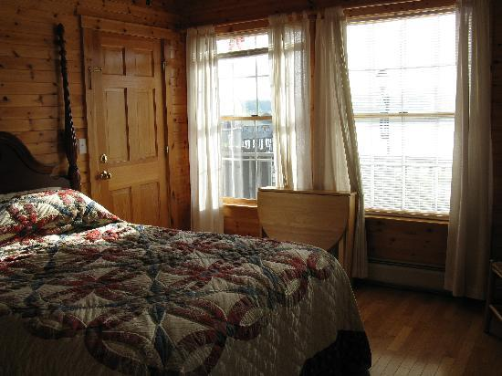 Betsy Ross Lodging: Interior