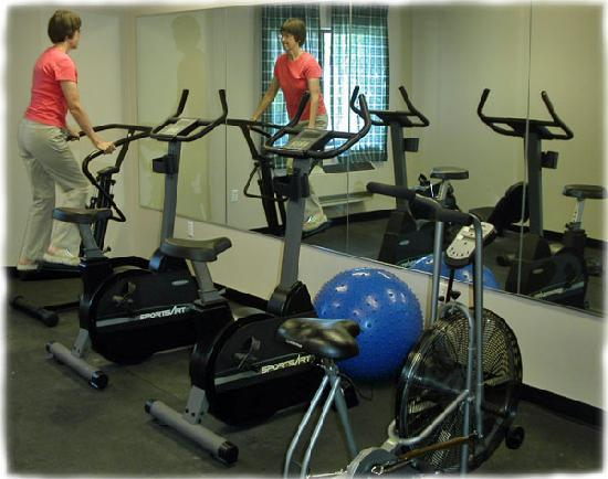 Willow Creek Inn: Warm up in our exercise room.