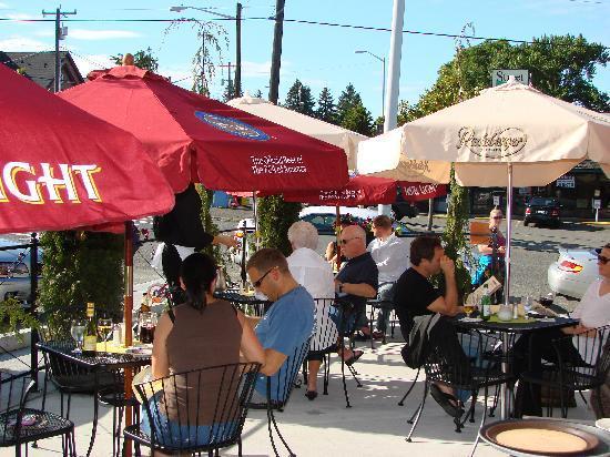 Szmania's Restaurant: Warm weather outside Patio dining