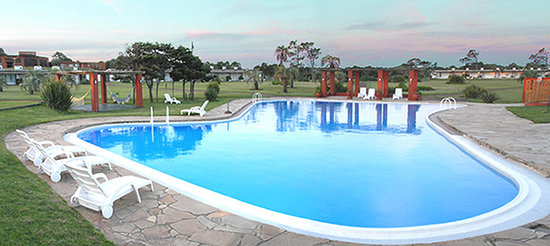 Tio Tom Beach: Parque y piscina