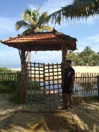 Ananda Beach Home: Gate to beach