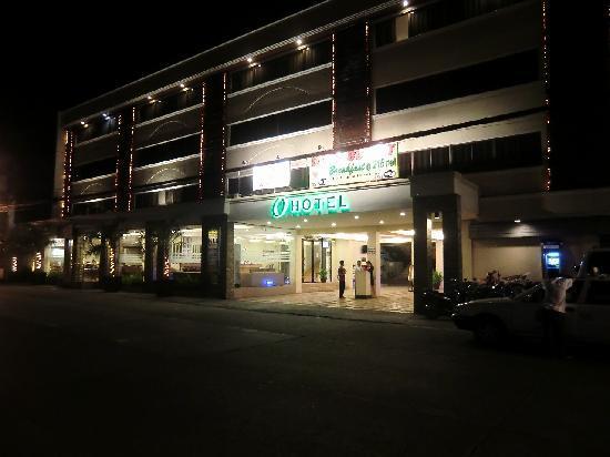 O Hotel: hotel night shot