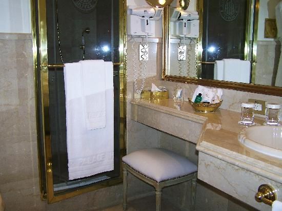 Alvear Palace Hotel: Great place to sit and put makeup on