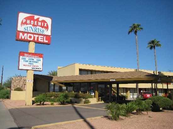 Phoenix Sunrise Motel: Kerb View