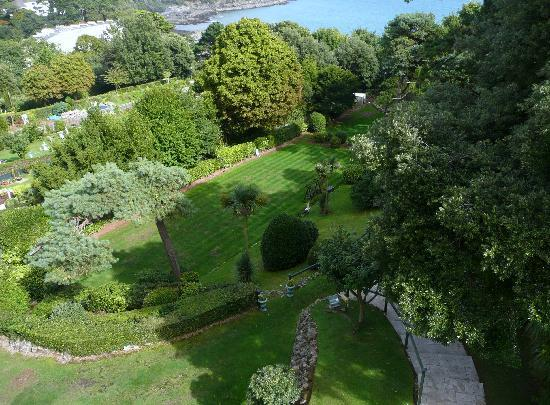 The Headland Hotel : The garden at the Headlands