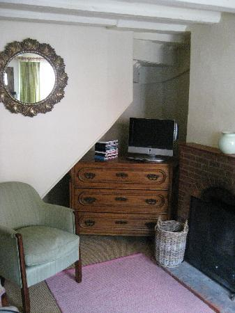 Rosemary Cottage: TV & sitting area