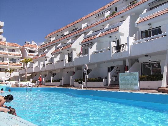 Las Floritas Apartments : pool and apartment