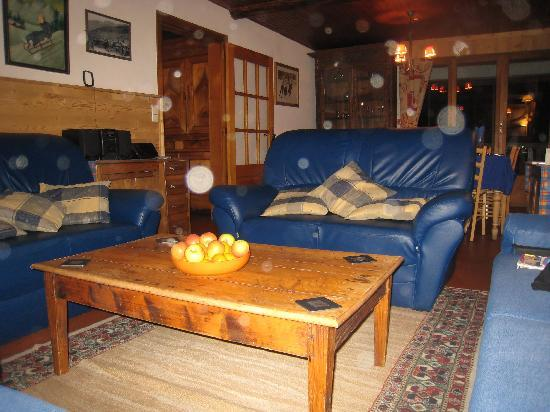 Chalet L'Etringa: Lounge and dining room