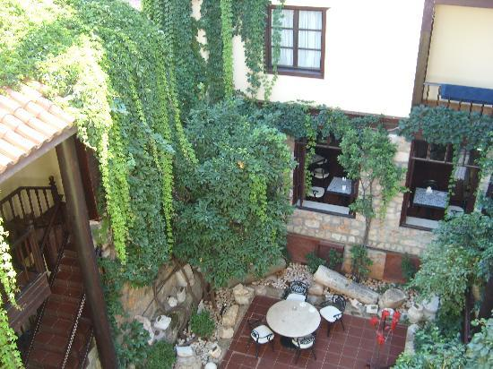 Alp Pasa Hotel: Internal courtyard from above