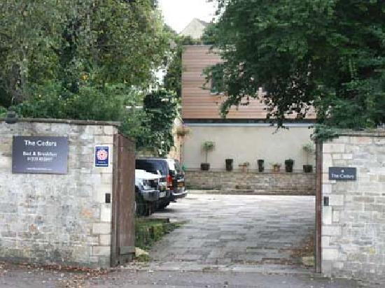 The Cedars Bathford - Entrance and Drive