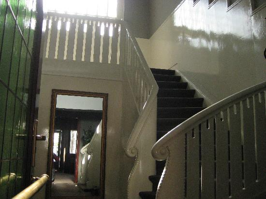 Hotel de Prins: Stairs to the first floor