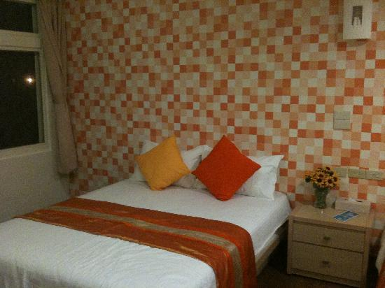 Hualien Sunrise Hostel: The room with 2 double beds