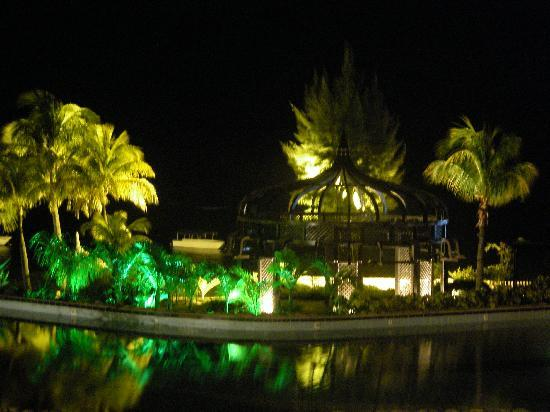 Le Meridien Ile Maurice: particolare di notte