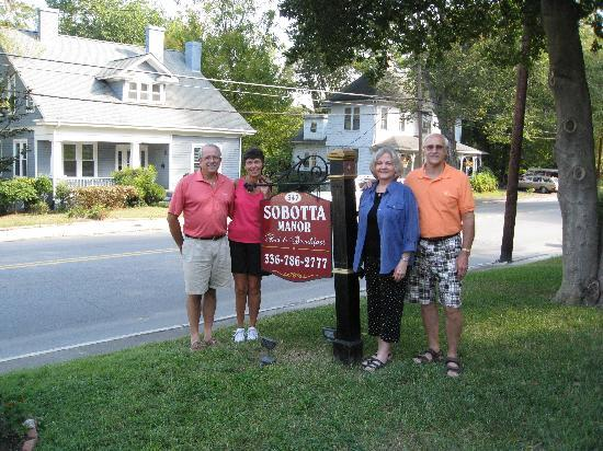 Sobotta Manor Bed & Breakfast: Friends gather at the Inn