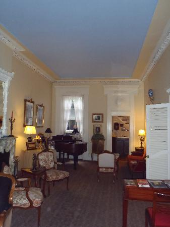 La Reserve Center City Bed and Breakfast: le salon