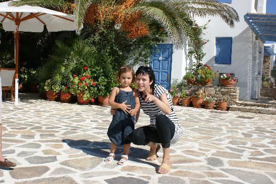 Villa Marandi Luxury Suites: kleine Gäste mit ihrem Fan!