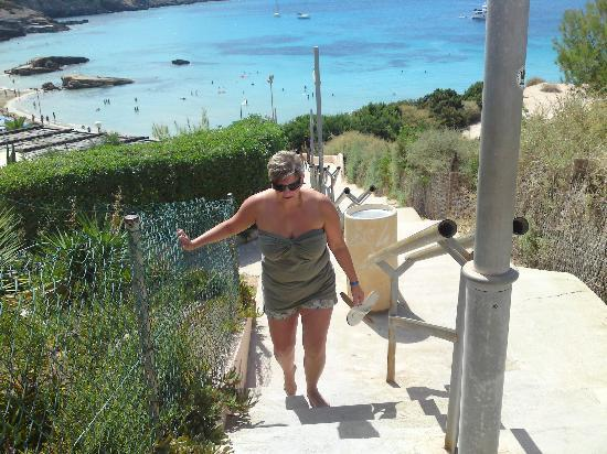 Hotel Playasol Cala Tarida: Steps to and from the beach